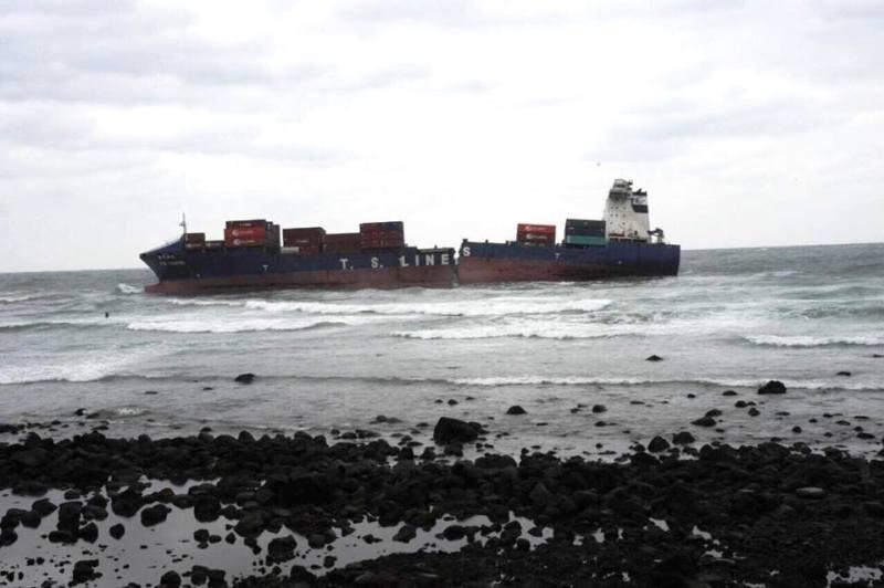 TS Teipei split in two off coast of Taiwan.