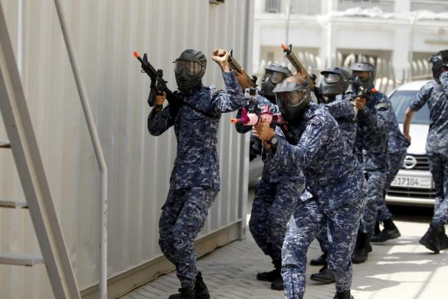 Bahraini Royal Navy special task force show their skills during a media demonstration for the International Mine Countermeasures Exercise (IMCMEX) at the Bahrain Naval Support Unit, Fifth Fleet Command centre in Manama, Bahrain April 9, 2016. REUTERS/Hamad I Mohammed