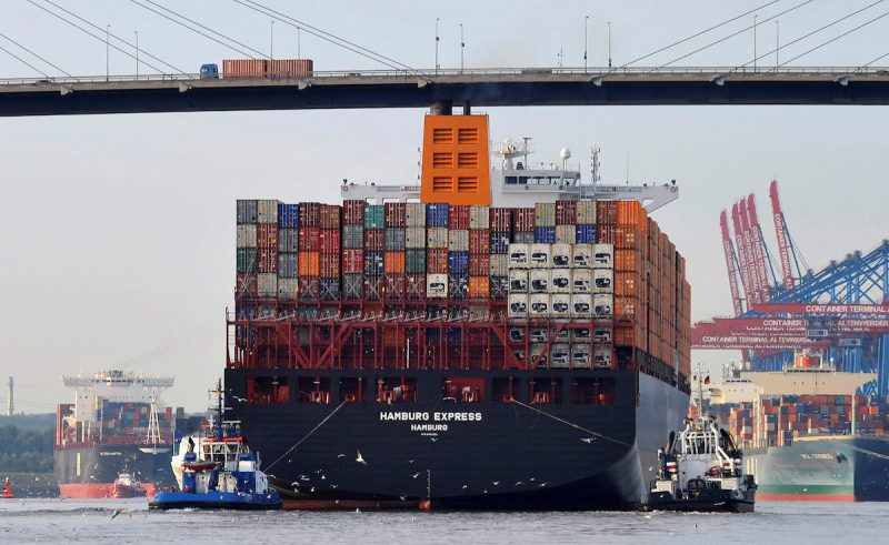 "Towboats tow the container ship ""Hamburg Express"" as it passes below the Koehlbrand bridge during its arrival near the Port of Hamburg, August 15, 2012. REUTERS/Morris Mac Matzen/File Photo"