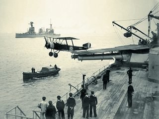 HMAS_Australia_launching_aircraft_1918