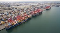 U.S. West Coast Dockworkers to Talk Contract Extension with Shippers