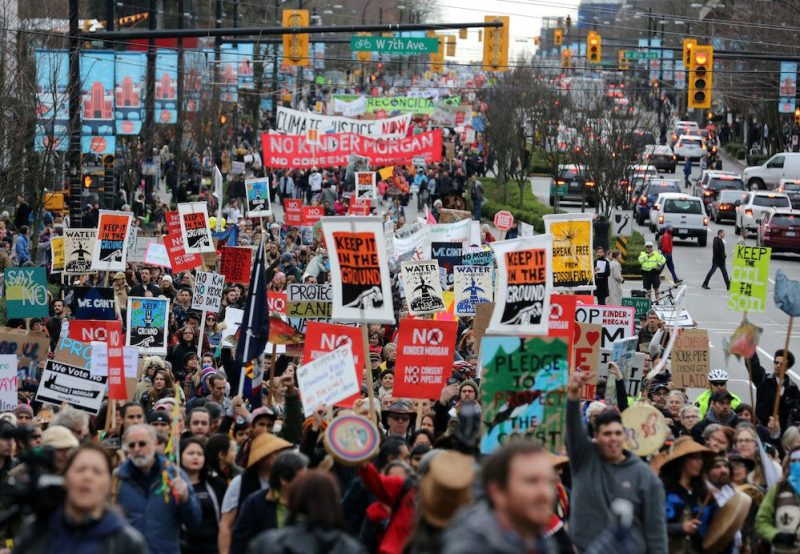 Marchers protesting against the proposed expansion of Kinder Morgan's Trans Mountain Pipeline walk towards downtown Vancouver, B.C., Canada November 19, 2016. REUTERS/Chris Helgren