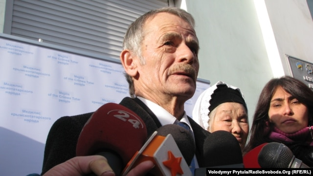 Crimean Tatar leader Mustafa Dzhemilev (file photo)