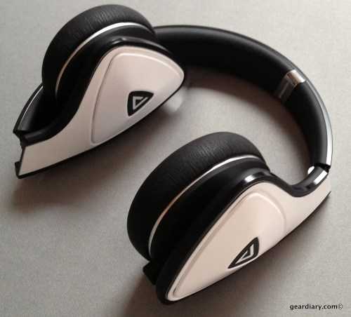 White Tuxedo Monster DNA Headphones- Gear Diary Review-012