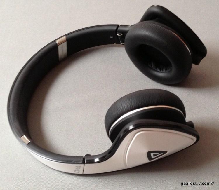 White Tuxedo Monster DNA Headphones...
