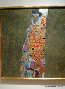 The detail in this Klimt is simply amazing