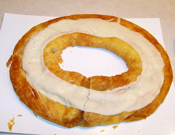 This is a kringle. From Wikipedia user Phil Diser. (CC BY-SA 3.0)