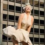 Escultura gigante de Marylin Monroe en su pose más famosa #Video