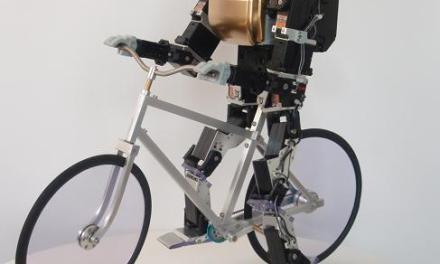 Primer V2, el robot que anda en bicicleta como los humanos