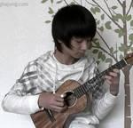 Mientras llora mi guitarra, ejecutada magistralmente por un joven coreano