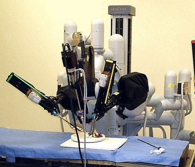 surgery-robot-wikimedia
