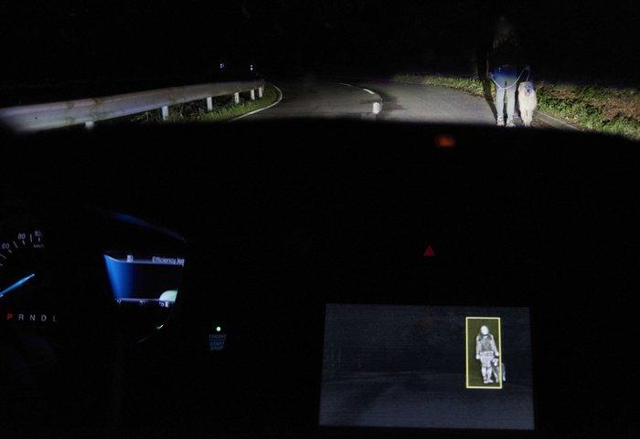 ford-sistema-iluminacion-detecta-animales-personas