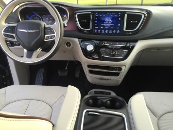 2017-chrysler-pacifica-limited-27