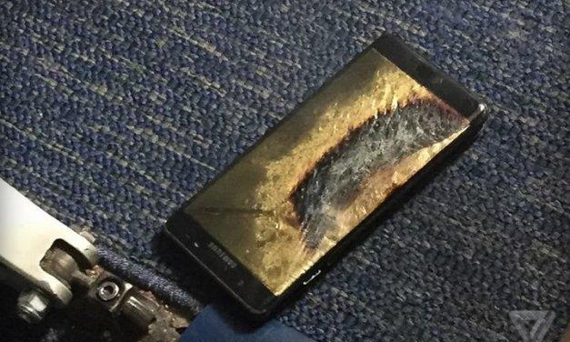 Esta mañana uno de los nuevos Galaxy Note 7 de reemplazo se prendió fuego en un avión