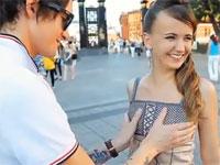 盗撮画像 ロシア 1000人のロシア娘のおっぱいを揉みまくる男 反応がたまらんww