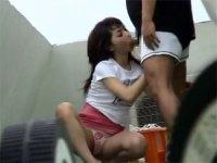【盗撮】マンションの屋上でカップルがおっぱじめだしたwww