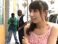 LA旅行中に偶然知り合った30cm黒人と2穴FUCKしちゃう美少女!