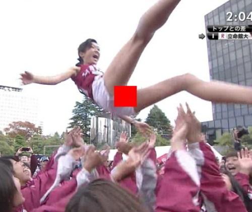 全日本大学女子駅伝トップ選手が胴上げされ短パンの隙間からアソコ見え!全国にTV中継されちゃったwww