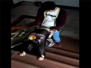 友人撮影 ☆ どこでもパコりだす友達カップルをスマートフォンで撮影@マンションの非常階段