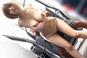 【海ナンパ】勃起不可避な長身爆乳女子大生を車の陰で青姦!