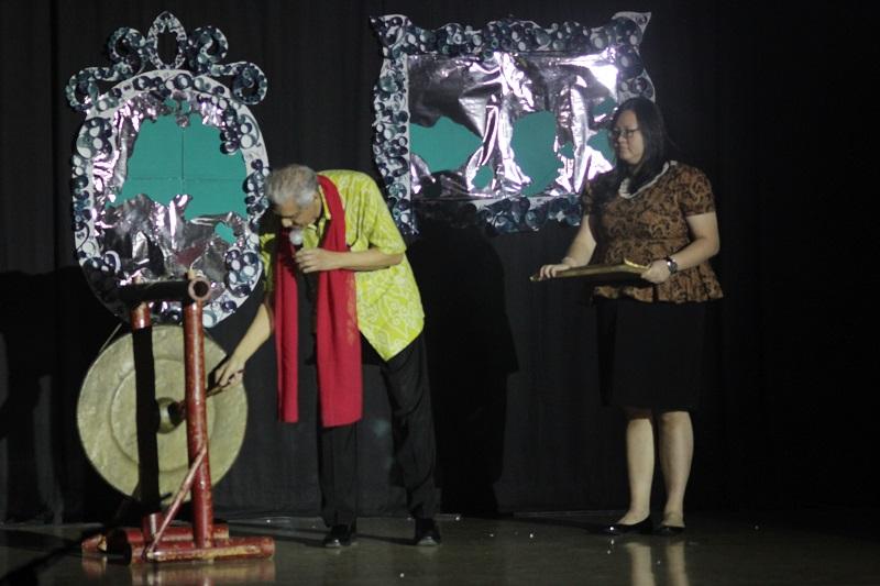 Pembukaan Opening Bulan Seni Budaya 24 April 2015 langsung di buka oleh Wakil Rektor III Bapak Jones berlangsung dengan meriah.
