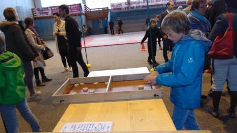 Marie-Claude et André Leroy avaient également amené quelques jeux en bois pour que les enfants patientent en s'amusant !