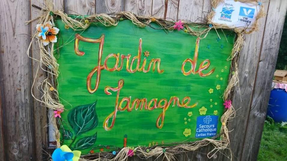Fleuriste de métier, Aurélie avait fabriqué un panneau avec les noms des jardiniers spécialement pour l'occasion.
