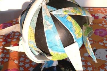 Globus, aufgeblättert (Foto: SZ)