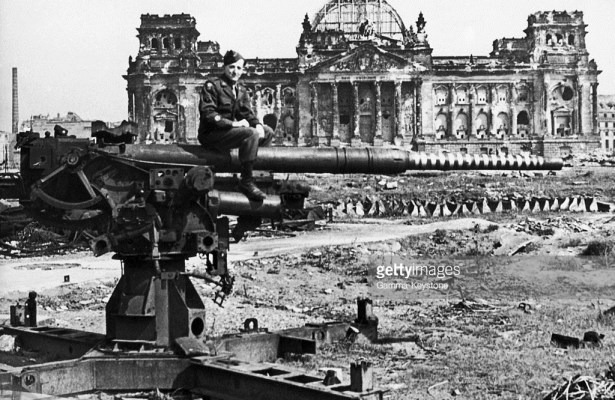 www.gettyimages.com  Reichstag In Berlin, 1945