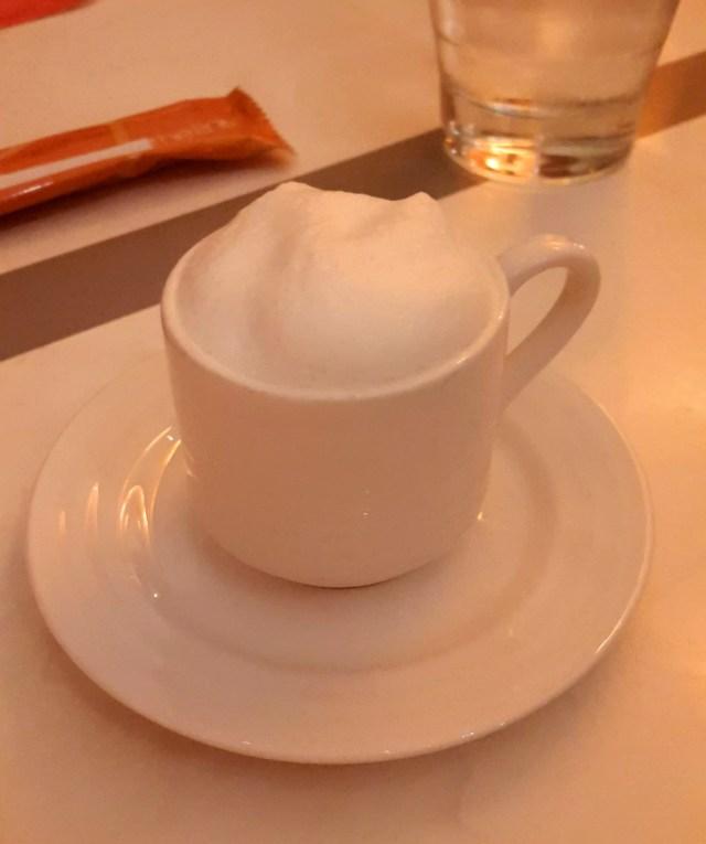 Kürbissuppe in der Tasse