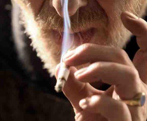 Rauchen ist riskant: Regelmäßiger Tabakkonsum erhöht die Wahrscheinlichkeit, an Krebs zu erkranken. Foto: AOK-Mediendienst