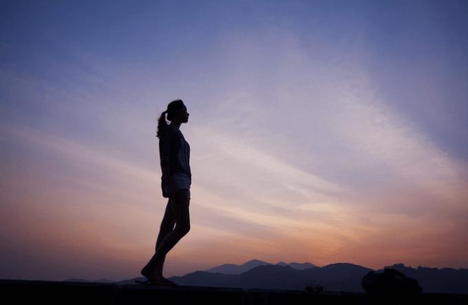 無料の写真__女の子__女性__日没__若いです__シルエット__自然風景_-_Pixabayの無料画像_-_1245731
