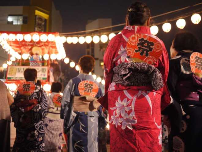 yukata ladies in shintenchi at tokasan