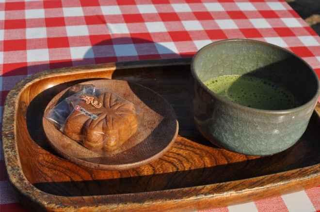 matcha tea and warmed cake