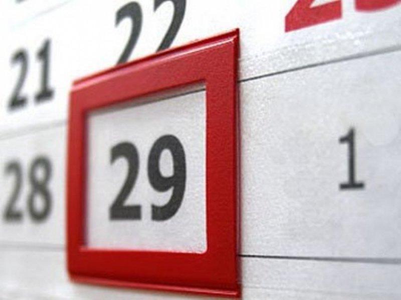 1. Восьмое марта перенесли бы на двадцать девятое февраля. Раз в четыре года это еще можно вынести.