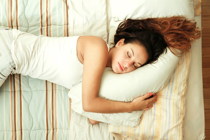 polezno spati na levom boku