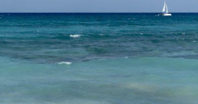sailboat-on-turquoise-sea