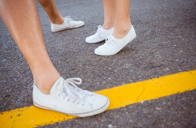 couples-feet-on-the-road_13339-148466