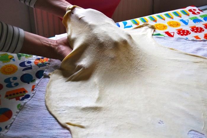 Strudel pastry pulling