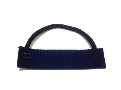 紐を縫いつける
