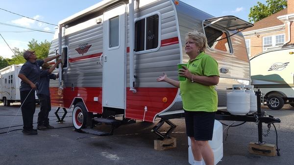 Lynn Butler, owner of Setzer's, introducing her team and showing us a Riverside Retro model sold there.
