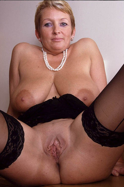 beautiful nude mature women