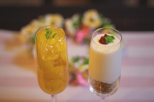 甘夏のフルーツカクテルとクコの実のヨーグルトパフェのフリー写真素材(商用可)