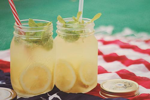 暑い日に飲む良く冷えたレモンスカッシュのフリー写真素材(商用可)