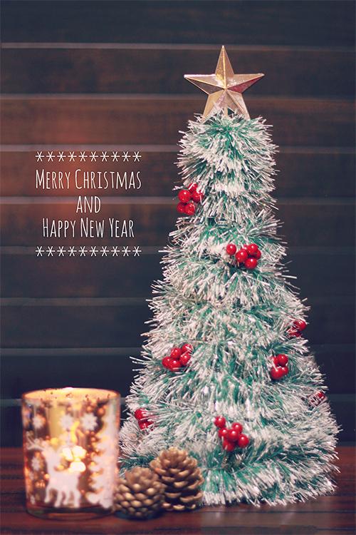 クリスマスツリーとキャンドルのフリー写真素材(商用可)