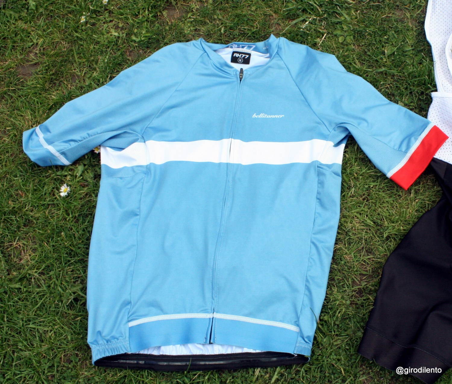 Stylish Bellitanner summer jersey from the front