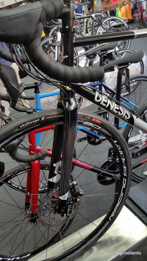 New Equilbrium Disc fork and bigger tyres for 2016
