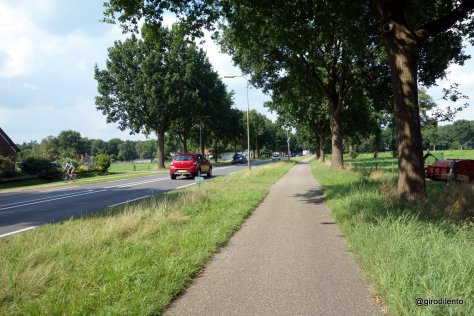 Cycle path next to a busy road leading into Ommen (note paths on both sides of road)