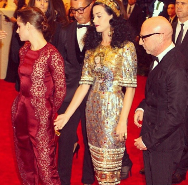Photo Op: Katy Perry Takes A Pinch of Kristen Stewart at the Met Gala