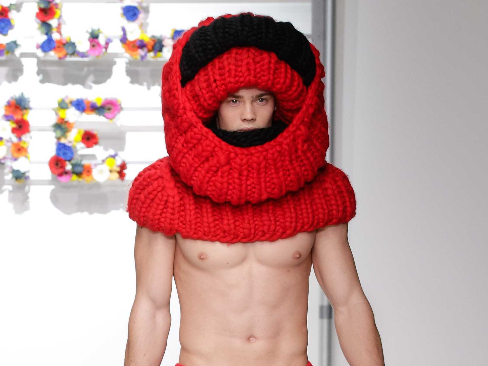 Dutch designer Pietre Van Pietre knitted right up until the last minute, but he just couldn't get the job done.